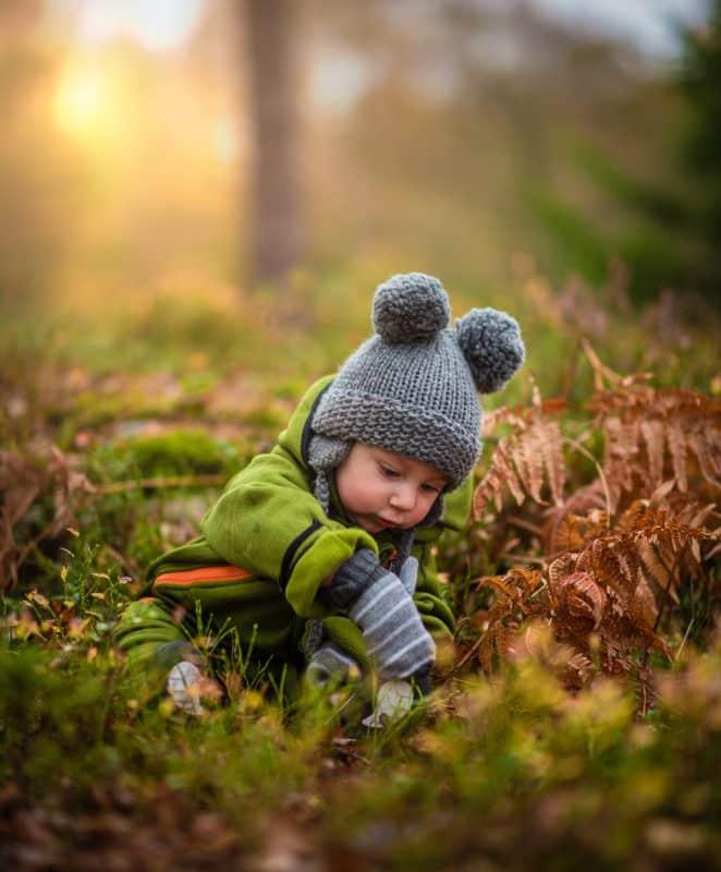 in de herfst of winter naar buiten met je baby